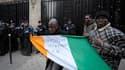 Des partisans d'Alassane Ouattara (photo) ont occupé lundi pendant plusieurs heures l'ambassade de Côte d'Ivoire à Paris pour protester contre le maintien au pouvoir du président sortant, Laurent Gbagbo. /Photo prise le 27 décembre 2010/REUTERS/Philippe W