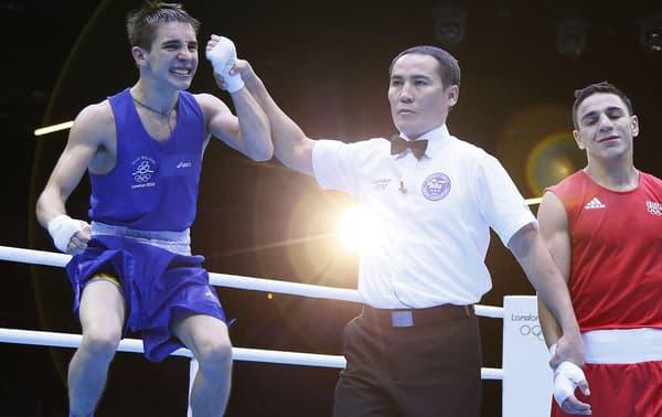 Nordine Ouvbaali (à droite) lors de sa défaite contre Michale Conlan en quart des JO 2012