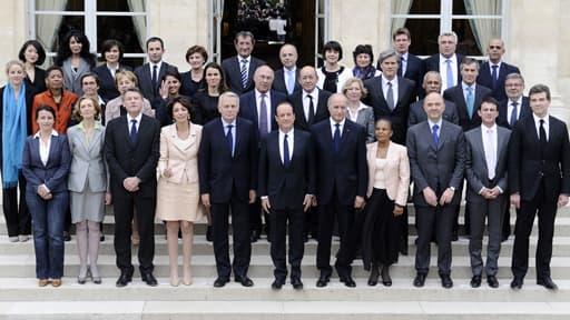 Le gouvernement Ayrault, en juillet 2012 devant l'Elysée.