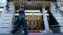 L'enquête sur l'affaire de proxénétisme dans laquelle quatre personnes sont déjà mises en examen à Lille a pris de l'ampleur vendredi avec l'annonce de trois fermetures administratives, dont celle du luxueux hôtel Carlton. /Photo prise le 14 octobre 2011/