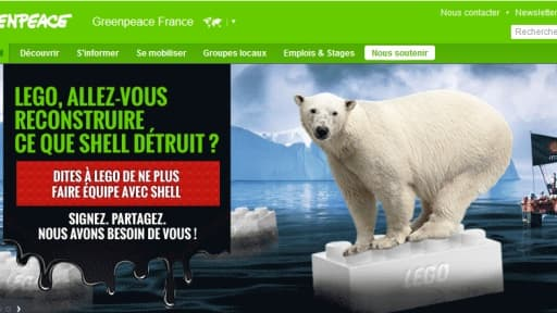 """L'association écologiste reproche à Lego d'adoucir l'image de Shell """"un prédateur de l'Arctique""""."""