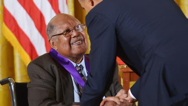 Ernest J. Gaines décoré par Barack Obama en 2012