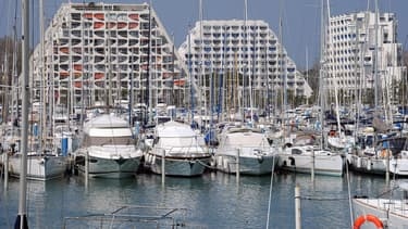 L'eau du port sera pompée puis distribuée pour alimenter en chaleur, et éventuellement en froid, des immeubles du centre-ville et des abords du port de la Grande-Motte.