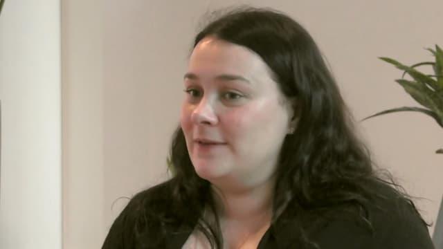 Emily Blaine a révélé le week-end dernier à ses parents qu'elle était depuis deux ans l'auteure de romans Harlequin à succès, après une interview accordée à Ouest France.
