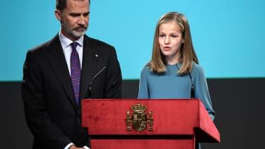 La princesse Leonor d'Espagne et son père, le roi Felipe VI, le 31 octobre 2018