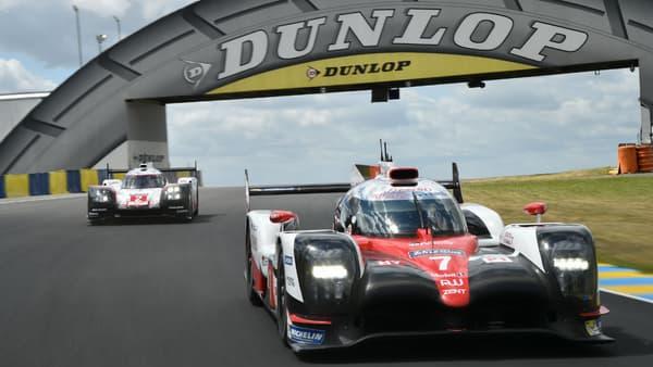 A la sortie de la courbe Dunlop, les pilotes prêts pour le barbecue.