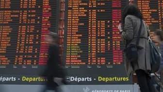 Aéroport Charles-de-Gaulle, à Roissy, près de Paris. Environ 20% des vols seront annulés mercredi dans cet l'aéroport, en raison des chutes de neige attendues en Ile-de-France. /Photo d'archives/REUTERS/Gonzalo Fuentes