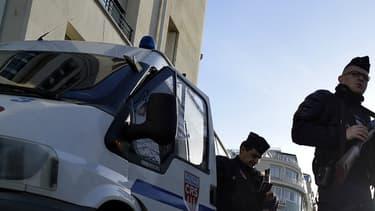 Policiers près du Parc des princes à Paris en novembre dernier. (image d'illustration)