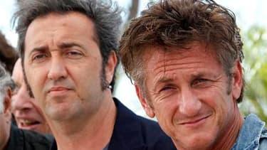 """Le réalisateur italien Paolo Sorrentino (à gauche) met en scène Sean Penn, président du jury qui l'avait récompensé en 2008 pour """"Il Divo"""", dans son dernier opus présenté à Cannes vendredi. """"This Must Be the Place"""", dans lequel Penn campe une ex-rock star"""