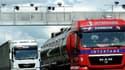 Des camions passent sous un portique écotaxe, en juin dernier, dans le nord de la France.