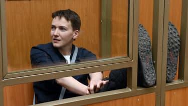 Nadia Savtchenko attend l'énoncé de son verdict dans le box des accusés, au tribunal de Donetsk (Russie), le 22 mars 2016.