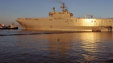 La livraison par la France  de deux navires Mistral à la Russie est toujours suspendue.