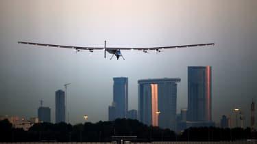 L'avion est propulsé par 17.000 cellules solaires tapissant ses ailes de 72 mètres d'envergure