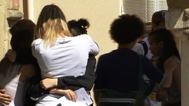 Sur la palce de Condrieu, la famille et les proches de l'adolescent de 14 ans tué cherchent à comprendre