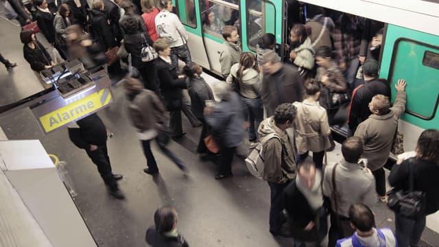 Une station dans le métro parisien.