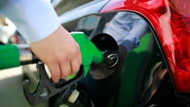 Le litre de gazole, carburant le plus vendu en France avec environ 80% des volumes, valait en moyenne 1,4240 euro.