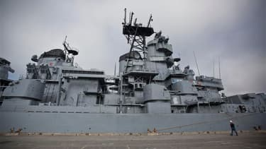 Le cuirassé américain Iowa, qui a accompagné l'armée américaine pendant plus de six décennies, a quitté samedi le port de Richmond, en Californie, pour un dernier voyage qui doit le conduire à Los Angeles où il sera transformé en musée. /Photo prise le 26
