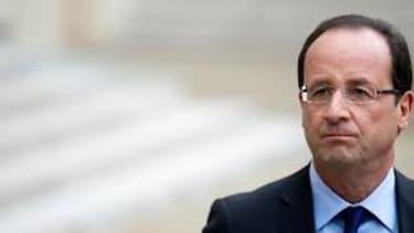 Le déplacement de François Hollande en Algérie soulève de nombreuses questions.
