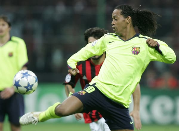 Ronaldinho dans ses œuvres avec Barcelone face au Milan AC en 2006