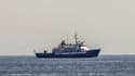 """Une banderole """"Stop Human Trafficking"""" sur le C-Star, navire affrété par le groupe d'extrême-droite Génération Identitaire, août 2017, au large des côtes libyennes."""