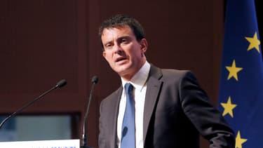 Manuel Valls a entamé samedi soir une visite de 24 heures en Algérie.