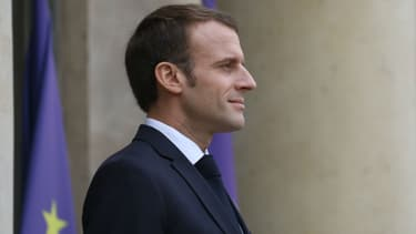 Emmanuel Macron sur le perron de l'Elysée, le 12 novembre 2018