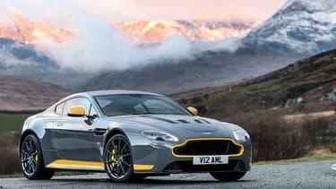 Dotée depuis 2013 d'une boite de vitesses automatique sept rapports, le coupé sera désormais aussi proposé avec une boite manuelle sept rapports.