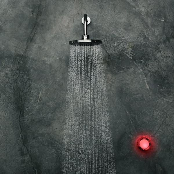 Le robinet change de couleur pour vous indiquer que votre douche est trop longue.