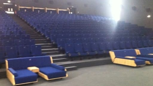 Dans le multiplexe d'Europacopr, certains cinéphiles peuvent opter pour des sièges ultra-confort.