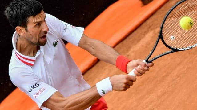 Novak Djokovic face à l'Américain Taylor Fritz au Masters 1000 de Rome, le  11 mai 2021 au Foro Italico