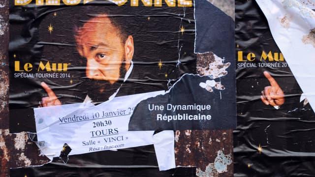 Une affiche pour un spectacle de Dieudonné à Tours, en janvier 2014.