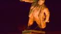 La plus grande statue de Lénine encore debout en Ukraine a été déboulonnée dans la nuit de dimanche à lundi à Kharkiv.