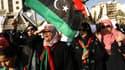 Des mannifestants apportent leur soutien au général dissidentqui prétend lutter contre les islamistes le 30 mai 2014 à Benghazi.