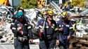 Secouristes australiens participant aux opérations de secours après le séisme qui a frappé mardi la ville de Christchurch, en Nouvelle Zélande. Le bilan s'élève désormais à 92 morts et 200 disparus, selon le Premier ministre John Key. /Photo prise le 24 f
