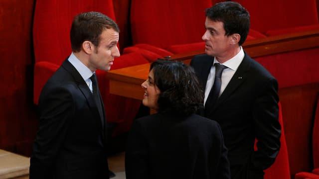 Manuel Valls et ses ministres passent un premier test parlementaire.