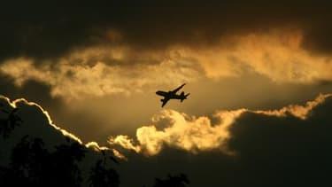 Le trafic aérien devrait retrouver jeudi un niveau quasi normal en Europe une semaine après le début des perturbations provoquées par l'éruption d'un volcan en Islande. /Photo d'archives/REUTERS/B Mathur