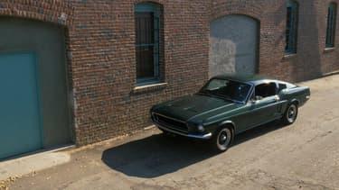 Une copie de la Mustang Fastback verte utilisée dans le film Bullitt.