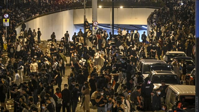 Des manifestants pro-démocratie devant l'Université polytechnique de Hong Kong.