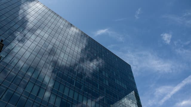 Crosslux propose d'exploiter les très grandes surfaces vitrées pour produire de l'énergie.