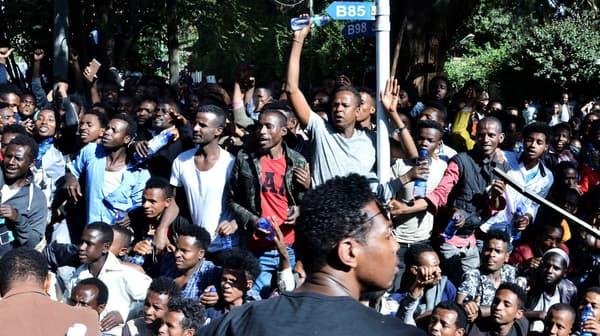 Les partisans de Jawar Mohammed manifestent dans les rues d'Addis Abeba en Ethiopie, le 23 octobre 2019