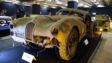 Selon la Fédération francaise des véhicules d'époque près de 800 000 véhicules considérés comme pièces de collection se cachent encore dans le pays.