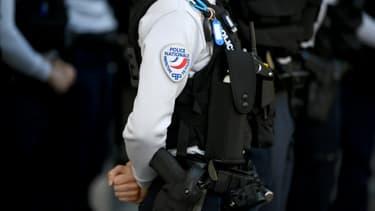Des policiers rendent hommage à leur collègue tuée à Rambouillet, le 26 avril 2021 à Paris