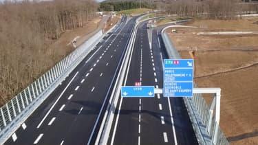 On rejoint Bordeaux à Genève sans quitter l'autoroute grâce à l'ouverture d'un tronçon reliant l'A89 à l'A6 au nord de Lyon.