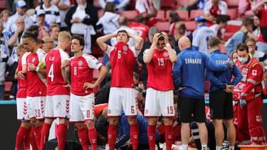 Les joueurs du Danemark après le grave malaise d'Eriksen