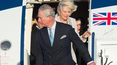 Le prince Charles et son épouse Camilla arrivent à la base aérienne d'Andrews, près de Washington, pour une visite officielle de quatre jours aux Etats-Unis le 17 mars 2015