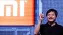 Comme Steve Jobs, Lei Jun effectue nombre de ses présentations vêtu d'un haut noir et d'un simple jean.