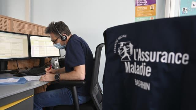 Un agent de l'Assurance maladie chargé du contact tracing, le 25 mai 2020 à Strasbourg
