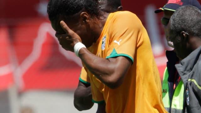 Victime d'un choc avec un défenseur japonais, Didier Drogba souffre d'une fracture à l'avant-bras. Une blessure peut-être synonyme de forfait pour la Coupe du monde.