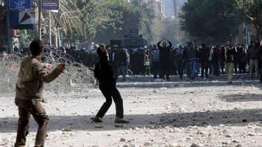 Affrontements dimanche au Caire entre forces de l'ordre et manifestants hostiles aux militaires au pouvoir, aux abords du ministère de l'Intérieur. Les heurts qui ont fait sept morts ont débuté jeudi au lendemain du drame de Port-Saïd, où 74 personnes ont