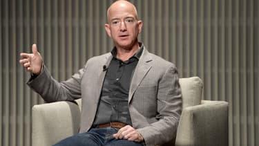 """""""Si nous commençons à nous concentrer sur nous-mêmes, au lieu de nous concentrer sur nos clients, ce sera le début de la fin"""" a déclaré Jeff Bezos devant ses salariés américains."""